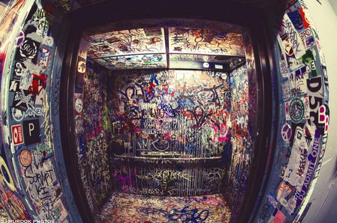День Победы в лифте: стучите и отворят вам?