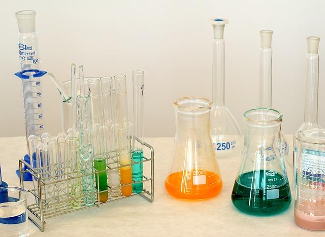 laboratory-1009178_640