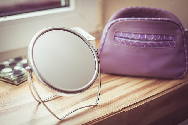 mirror-997600_640