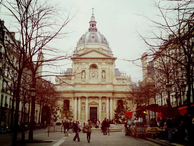 8 марта в париже весной